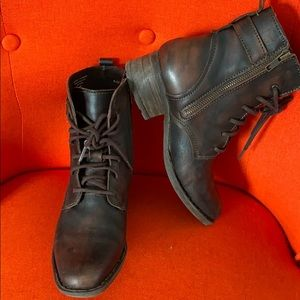 Born Leather Ankle boots 6.5